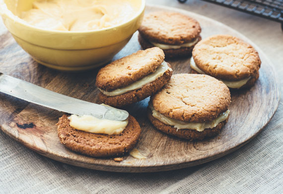 Macadamia biscuits with macadamia butter and salted toffee filling