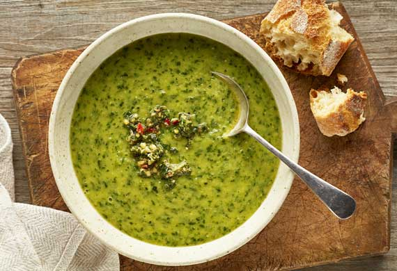 Spinach and zucchini soup with a mint pinenut pesto