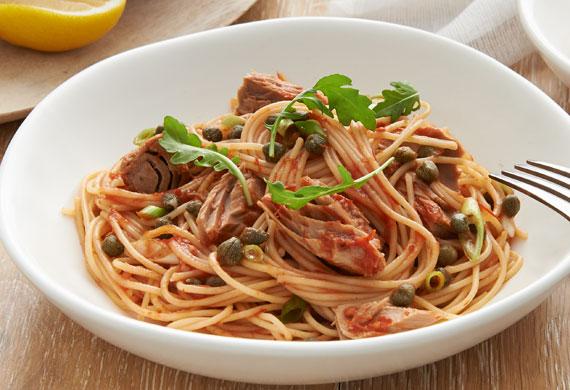 Spaghetti with tuna, lemon and capers