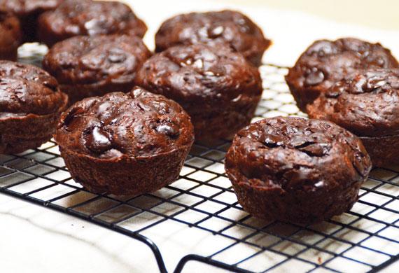Choc-zucchini muffins