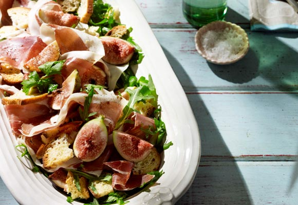 Prosciutto, black figs & rocket with garlic croutons & vincotto