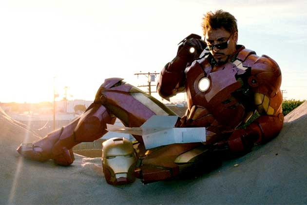 Iron Man 2 deleted scene: Scarlett Johansson puts her hand in Robert Downey Jr's...?