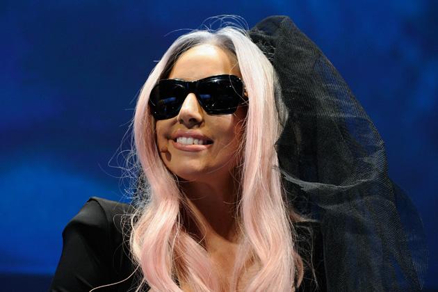 Gaga set to earn $100 million in 2011