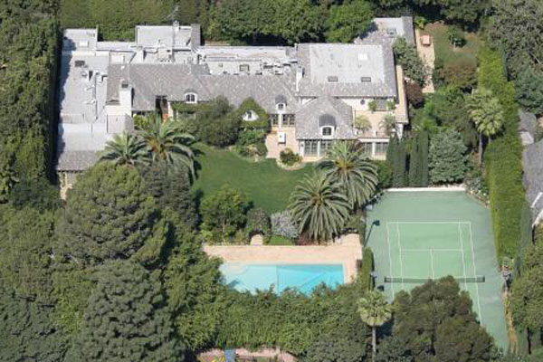 Pics extravagant homes of the rich and famous 9thefix for Homes of the rich