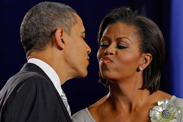 El Presidente enjoys a tight peck.