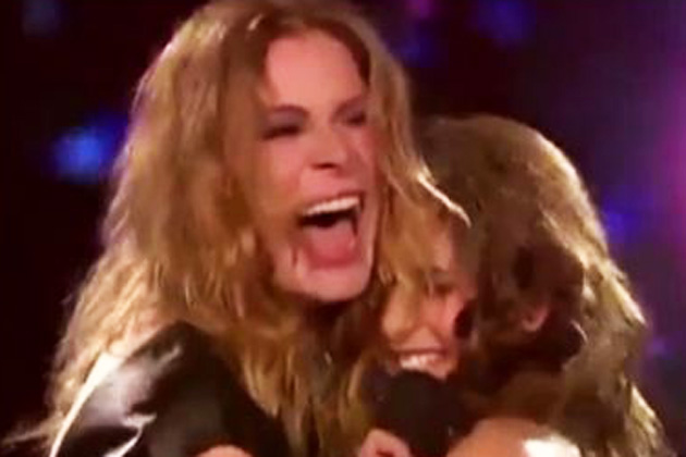 Was she drunk? LeAnn Rimes' shaky <i>X Factor</i> performance &#151; Britney does not look amused