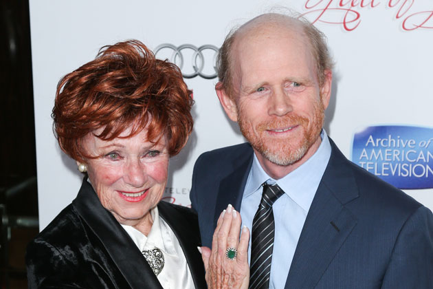 Gingers unite! Ron Howard reunites with his on-screen <i>Happy Days</i> mother