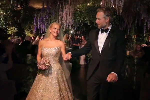 drunk dancing and pdas jessica simpsons wedding footage