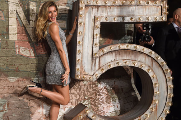 If we were invited to Chanel's star-studded dinner for <i>No. 5 The Film</i>, we'd probably be tossing our hair around as much as their ambassador Gisele Bundchen seems to be. <br/><br/>Starring in the Baz Luhrmann directed commercial, the Brazilian babe kicked up her heels (literally,) with her couture-loving peers in tow at today's star-studded celebration. <br/><br/>But how does Gisele's sparkly mini rate in your fash-books? See how she fared at the high-fash affair here... <br/>
