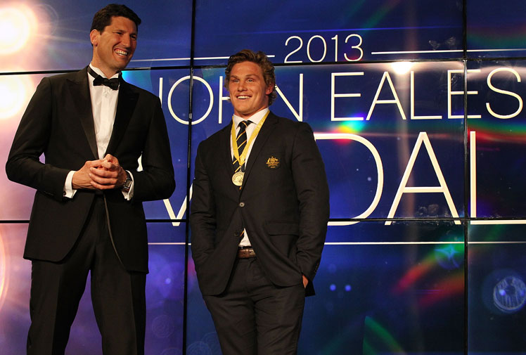 <b>Michael Hooper has capped an impressive season by winning the John Eales Medal, voted the Wallabies' best player by his peers.</b><br/><br/>The 22-year-old collected the award in Sydney, where players gathered with their wives and partners for Australian rugby's most glittering night.<br/><br/>Fullback Israel Folau claimed the rookie of the year award and was also third in the John Eales Medal count behind Hooper and Wycliff Palu despite not switching codes until after last year's Spring Tour which fell into the voting period.<br/>