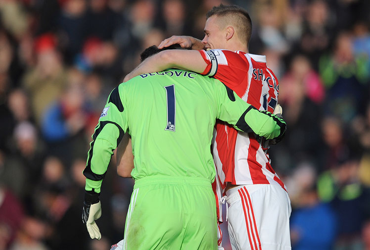 <b>A goalkeeper's job is to keep the ball out of the back of the net, but every now and then the shot-stoppers get on the scoresheet.</b><br/><br/>Stoke City's Asmir Begovic opened the scoring just 13 seconds into the EPL clash with Southampton when his clearance bounced over his opposite number and into the back of the net. <br/><br/>As these videos prove, Begovic is not the first gloveman to relish scoring goals rather than conceding them.