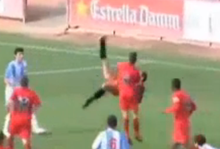 <b>A goalkeeper in Spanish football's fourth tier has scored with an acrobatic bicycle kick as good as any effort from the world's top strikers. </b><br/><br/>Match footage shows Tolo Barceló running up for a free kick with his team, Alcudi, trailing by a goal late in the game.<br/><br/>With the initial cross not cleared properly, the shot-stopper launches himself into the hair and nails the overhead kick past his opposite number.<br/><br/>Here's a selection of goalkeeper goals to celebrate Barceló's unbelievable effort.