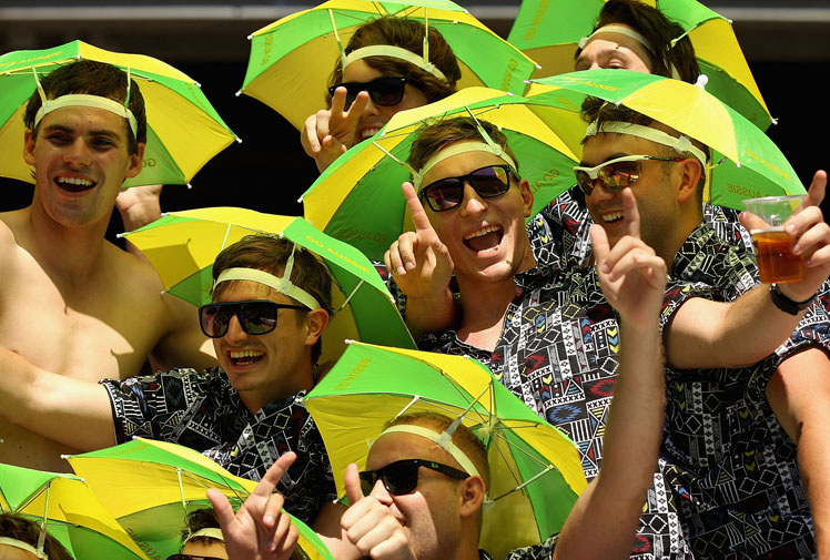 <b>The Boxing Day Ashes match broke the official attendance world record for a day of Test cricket.</b><br/><br/>Cricket Australia confirmed that 91,092 fans were at the MCG for the opening day of play.<br/><br/>That broke the same ground's old record of 90,800, set in February 1961 during the famous series between Australia and the West Indies.<br/><br/>There is some dispute about the record, given unofficial Test crowds in India have broken 100,000.<br/>