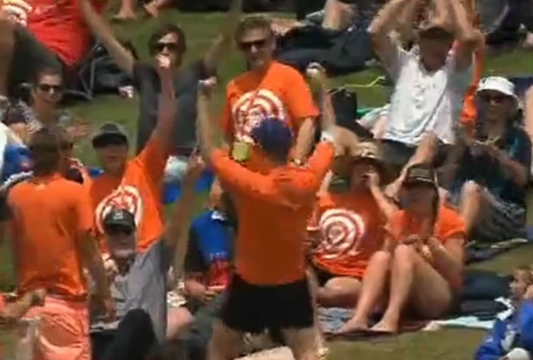 <b>A cricket fan in New Zealand has pulled off an incredible one-handed catch to win $100,000 in a beer company promotion. </b><br/><br/>With a fellow spectator sliding down the hill near him, Michael Morton showed remarkable composure and hand-eye co-ordination to pluck the six struck by Kieran Powell with just his right hand. <br/><br/>From unbelievable half-court shots to remarkable bowling performances, check out these brilliant moments of skill from sports fans who have claimed the cash. <br/>