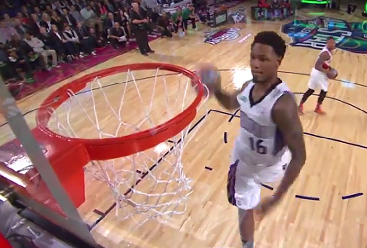 <p>The NBA's highly anticipated All Star showcase took place over the weekend and while the event drew large crowds some basketball fans have been left scratching their heads at the dunk contest's new format.</p><br/><p>The new style of the celebrated competition saw teams of three players go head-to-head as opposed to the individual match-ups that made the dunk contest an All Star highlight.</p><br/><p>Take a look at the chaotic spectacle and see how it compares with some of the classic jams served up by the old format.</p>