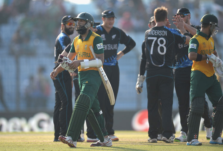 <b> South Africa's JP Duminy certainly owes teammate Hashim Amla something after the pair were involved in Amla's bizarre dismissal in the T20 World Cup clash against New Zealand. </b><br/><br/>Amla smashed a fierce straight drive that looked destined to be worth at least a few runs only for it to hit non-striker Duminy's bat and loop into the hands of the bowler to leave the Proteas batsman out caught and bowled.<br/><br/>Click through to check out Amla's freaky dismissal and other similar incidents. <br/><br/>