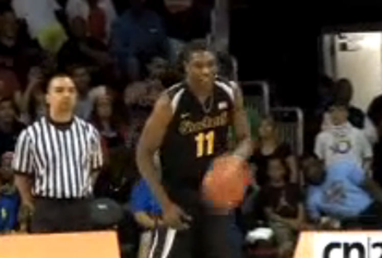 <b>Even if college star Cleanthony Early goes onto have a long, decorated career in the NBA, he'll never live down one of his dunks at the 2014 NCAA slam dunk contest.  </b><br/><br/>Instead of jumping over a group of people and slamming the ball into the hoop, the 203cm Wichita power forward ended up aborting the dunk and face planting under the hoop. <br/><br/>Click through to see the embarassing fail and some examples of what Early should do next time he's in a dunking contest.