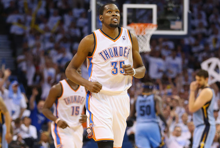 <b>Oklahoma City Thunder star Kevin Durant has dethroned Miami's LeBron James as the best player in the NBA.</b><br/><br/>Durant won the league's top individual honour - the MVP award - with 119 votes, finishing ahead of James and LA Clippers star Blake Griffin in third.<br/><br/>The award came as Durant picked up his fourth scoring crown in five years by averaging 32 points per game. He helped Thunder finish the regular season with a 59-23 record.