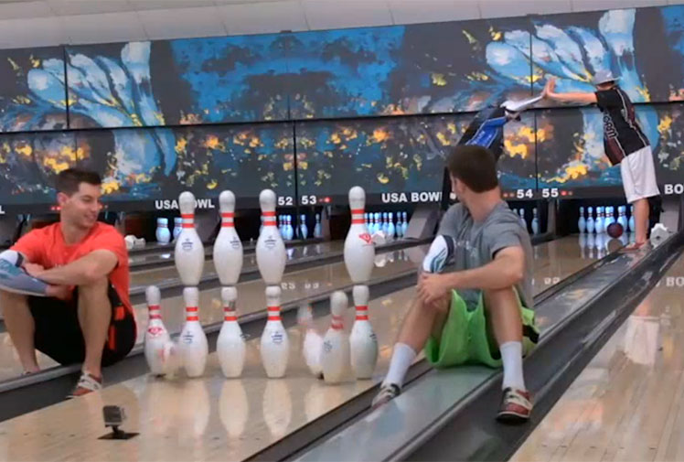 <b>Trick shots aren't exactly new these days. It seems that anyone with a bit of ability, a video camera and a lot of patience can pull them off.</b><br/><br/>But every now and then come the extraordinary.<br/><br/>Australia's Jason Belmonte is a pro ten-pin bowler whose unique two-handed 'shovel' style has made him one of the world's best.<br/><br/>It's also the secret behind some extraordinay trick shots that he has shared online. Check them out...