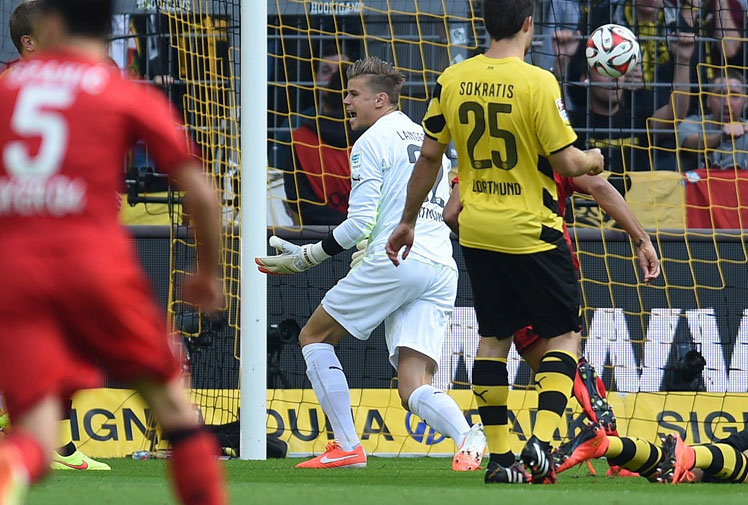 <b>Australian goalkeeper Mitch Langerak grabbed an unwanted slice of history when he conceded the fastest goal in Germany's first division, the Bundesliga.</b><br/><br/>Langerak's Borussia Dortmund made the worst possible start against rivals Bayer Leverkusen when the visitors opened the scoring with only nine seconds on the clock.<br/><br/>Leverkusen needed only four passes to slice through the home defence and set up Karim Bellarabi to shoot past Langerak.<br/><br/>But the record goal pales in comparison to the following kick-off attempts …