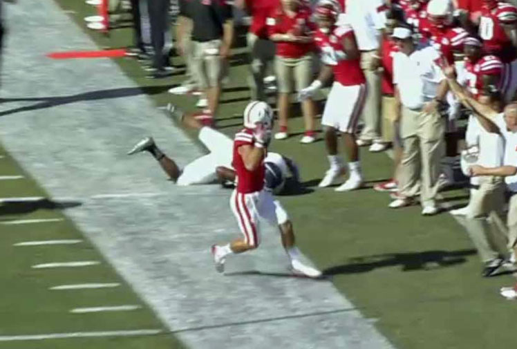 <b>Potential NFL superstar Jordan Westerkamp has grabbed an amazing behind-the-back catch during the US' college football season.</b><br/><br/>The University of Nebraska player was lining-up against Florida Atlantic when he pulled off a miracle play early in the third quarter.<br/><br/>Finding himself in an awkward position, the wide-reciever reeled in a tipped pass behind his back to secure a remarkable third down. <br/><br/>Westerkamp's big grab ranks highly alongside some of the amazing moments in gridiron ...<br/><br/><br/>
