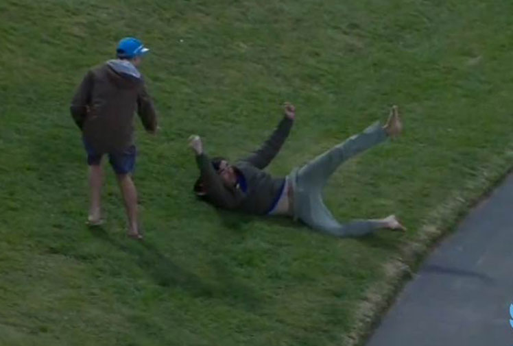<b>A cricket fan in New Zealand has taken one of the best crowd catches we've ever seen to win NZ$5000 ($4491) after his brother in-law smashed a six.</b><br/><br/>A barefoot Andrew McCullouch slipped as he charged down the hill at Hamilton's Seddon Park to take the catch but managed to hang on to the ball centimetres above the ground with his right hand.<br/><br/>Click through to see McCullouch's miracle grab and its rivals for the tag of best crowd catch.