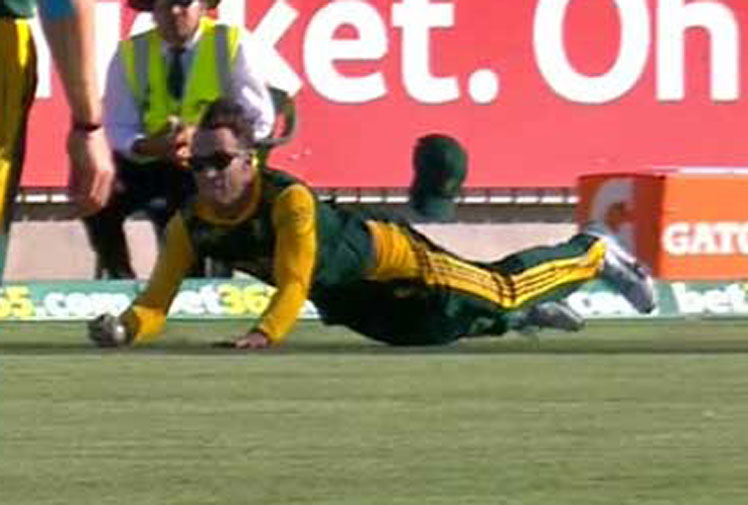 <b>South African Faf du Plessis took the catch of the summer when he held onto a one-handed, diving screamer to dismiss Steve Smith.</b><br/><br/>One problem – the catch was made off a Morne Morkel no-ball.<br/><br/>Du Plessis's smile was quickly wiped away as his brilliant catch in the third one-day international was rubbed out for Morkel slipping over the crease.<br/><br/>However, for Aussie fans, the premature back slaps and cheers are just another reminder of what happens when sport stars celebrate too early.<br/>   <br/><br/><br/>