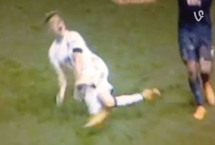 <b>Brazilian footballer Adryano has added his name to the most embarrasing sports divers list after leaping from the ground like a fish out of water during a cringeworthy piece of play acting.</b> <br/><br/>Playing for Leeds United, in the second tier English Championship League, the midfielder was caught ever so slightly by a Derby County defender.<br/><br/>But not content with merely going to ground, he then leapt and flipped in a shameful display of over-acting. Click through to watch the flop, among our gallery rogue divers.<br/>