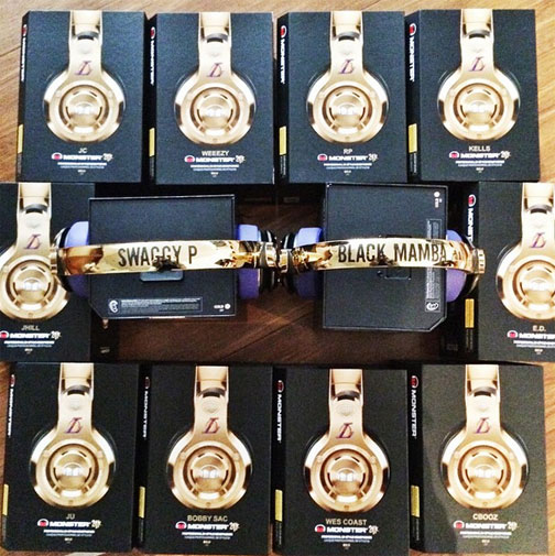 <b>NBA star Jeremy Lin certainly knows how to shower his friends with gifts – buying his LA Lakers teammates customised headphones for Christmas.</b><br/><br/>The point guard handed out the gold-and-purple, the Lakers colour scheme, headphones inked with each player's nickname.<br/><br/>The presents are an early Christmas gift as the team look to better their season record of 9 wins and 19 losses.<br/><br/>But the lavish gifts are just a drop in the ocean when it comes to sport stars and their expensive tastes.