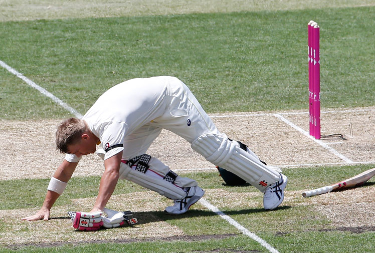 <b>David Warner offered his own poignant tribute to Phillip Hughes on the day the late batsman was immortalised at the SCG. </b><br/><br/>After reaching 63 on the first day of the Fourth Test, Warner bent down and kissed the ground where Hughes was fatally struck.<br/><br/>His gesture followed a special pre-match tribute that included the unveiling of a bronze plaque honouring Hughes' short but extraordinary career.