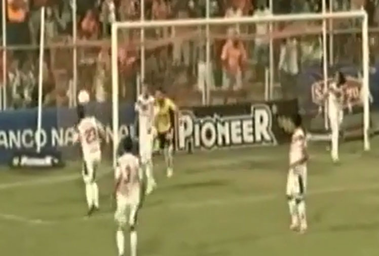 <b>A Costa Rican footballer was left red-faced after scoring with a world class flick-up header - into his own goal.</b><br/><br/>Guanacasteca defender Michael Duran appeared to be in the perfect position to clean-up a rebound shot from rivals Puntarenas when he skillfully flicked the ball from his chest to his head.<br/><br/>But instead of clearing the danger Duran could only watch with dismay as the ball loped over the keeper and into the back o the net during the 3-1 loss.<br/><br/>Check out the stunning blooper, along with our favourite own goal gaffes.<br/>