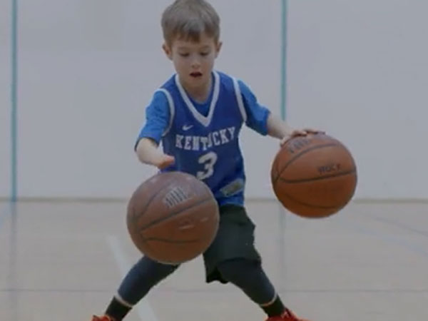 One-handed boy shows amazing basketball skills
