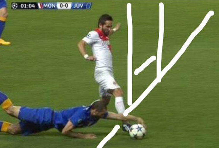 <b>Juventus star Giorgio Chiellini has produced one of the most blantant handball's in football since Diego Maradona's infamous 'Hand of God' goal.</b><br/><br/>Playing against Monaco in the Champion's League, Chiellini slipped over while in possession to put the ball on a platter for Monaco's Joao Moutinho.<br/><br/>But rather than allow Moutinho a free path toward goal, he dived full length to grab the ball, remarkably earning only a yellow card.  <br/><br/>Predictably the foul sparked a flood of memes, mocking the Italian.   <br/>