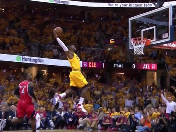 LeBron opens game four with monster dunk