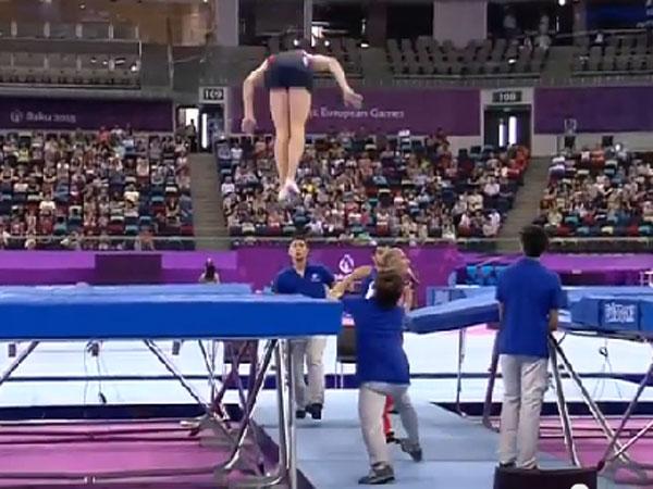 Spotter saves trampolinist