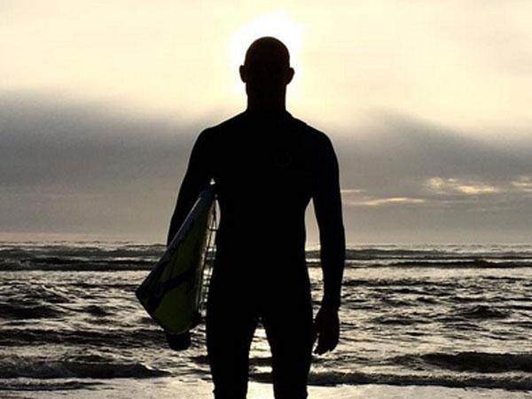 Fanning returns to surf after shark attack