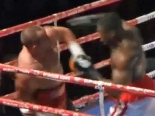 Polish boxer delivers perfect knockout blow