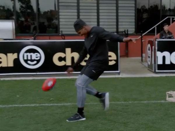 NFL superstar struggles with AFL skills