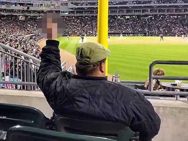 Baseball fan flips off Mexican wave
