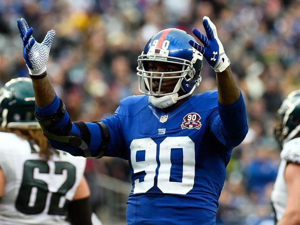 NFL star's mangled hand revealed to the world