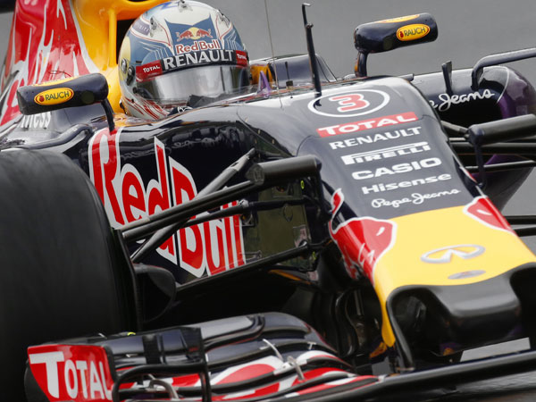 Ricciardo's teammate shaken in huge crash