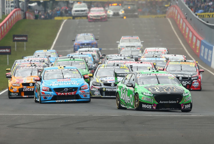 <b>Holden veteran Craig Lowndes has won his sixth Bathurst 1000 title at Mount Panorama.</b><br/><br/>Lowndes and co-driver Steven Richards completed the 161-lap enduro more than a second ahead of Ford's Mark Winterbottom and Steve Owen while Holden's Garth Tander and Warren Luff were third.<br/><br/>Jamie Whincup again left Mount Panorama a frustrated man after he was sensationally dropped to the back of the field for overtaking a safety car.