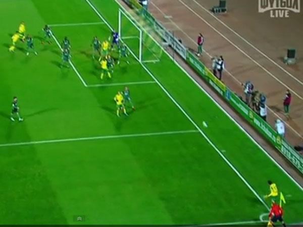 Footballer scores from corner kick