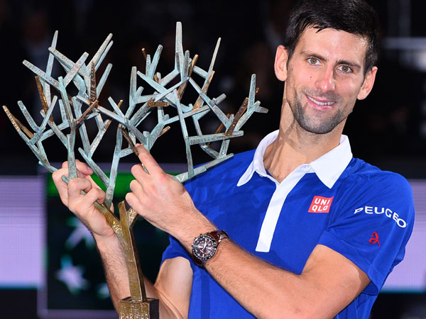 Djokovic sets sights on Federer's record