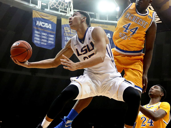 Aussie Simmons dazzles in college debut