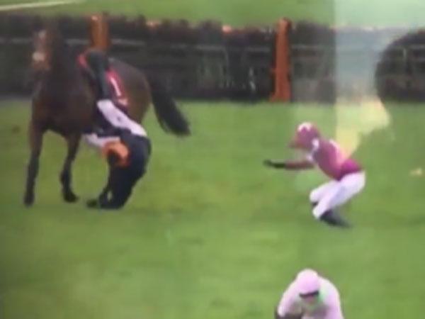 Jockey hailed a hero for helping fallen rival
