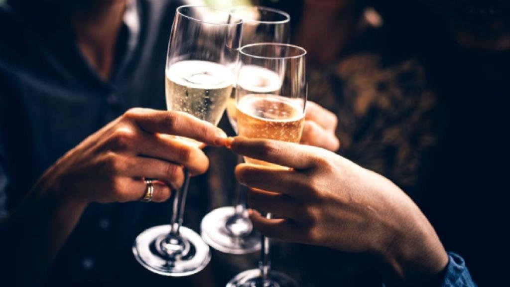 Northern Territory begins trialling ban on takeaway booze