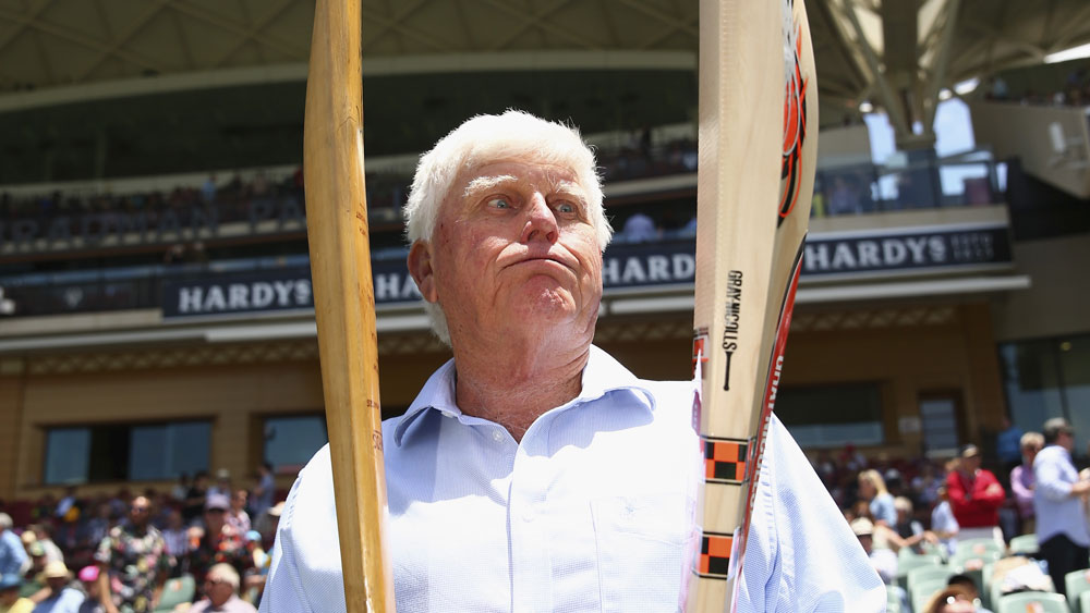 South African great Barry Richards compares one of his bats to David Warner's. (Getty)