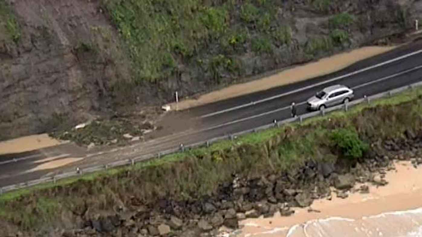 More than 100 Victorian roads have been closed due the weather emergency. (9NEWS)