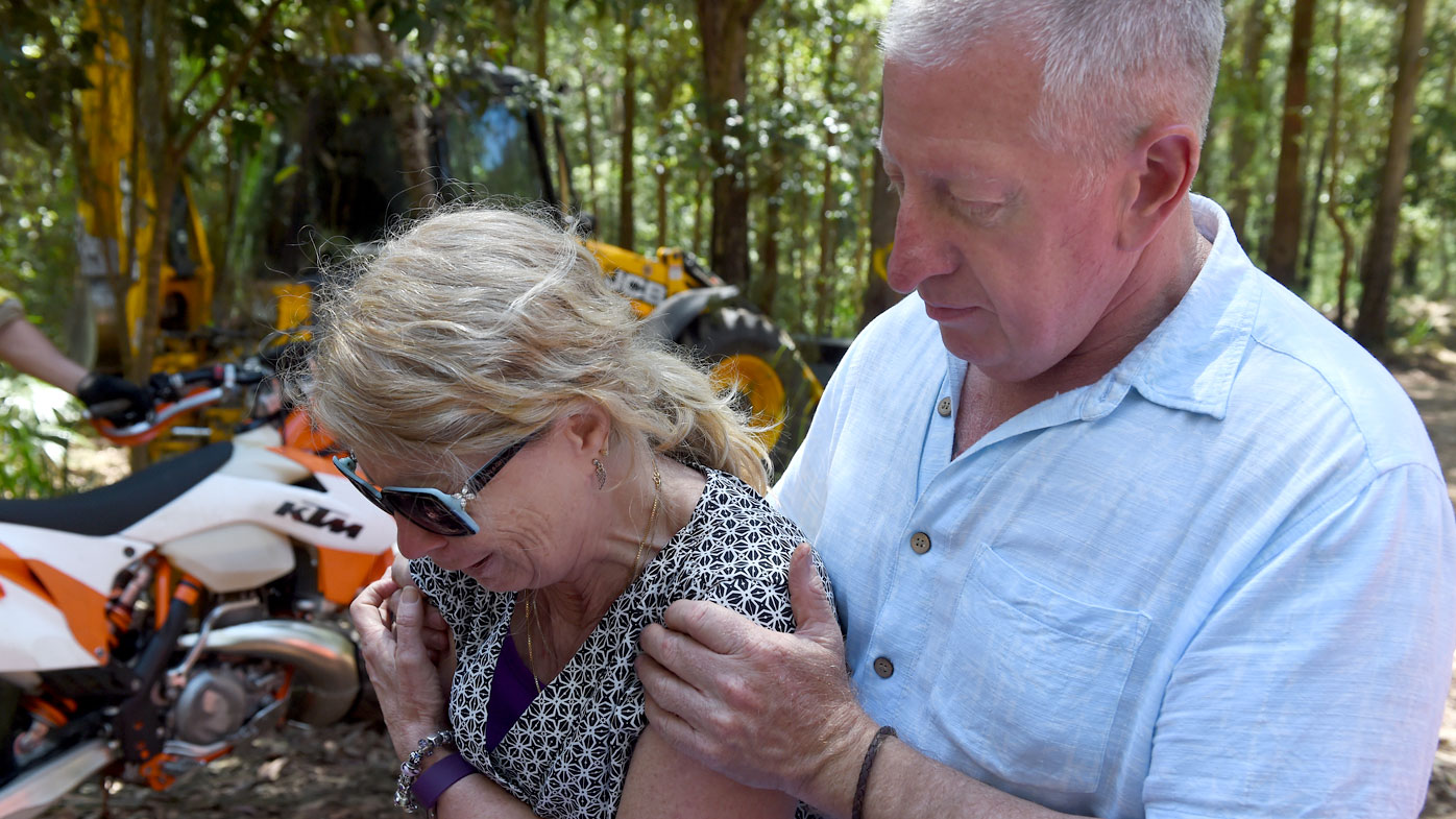 Matthew Leveson's parents at the site of the search for his body in the Royal National Park. (AAP)